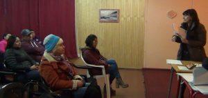 Reunión de Roxana Miranda con deudores habitacionales en Alerce Sur.