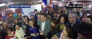 """Autoridades cortando la cinta en la inauguración La Fonda Oficial de Puerto Montt """"Huasito Hualala y Los Apablaza"""" el año pasado."""